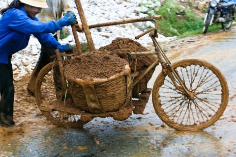 Travaux publics à Sapa dans le nord du Vietnam - Copyright 2005 CB/20h.com